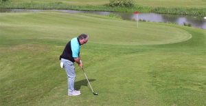A tip for downhill shots near the green